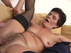 Mature bitch Tammy gets her pussy fucked and splattered with cum